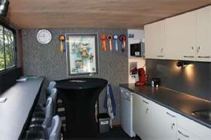 Mobiele vergaderruimte inclusief keuken